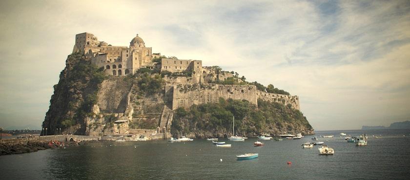 Halloween a Ischia: le leggende del Castello Aragonese
