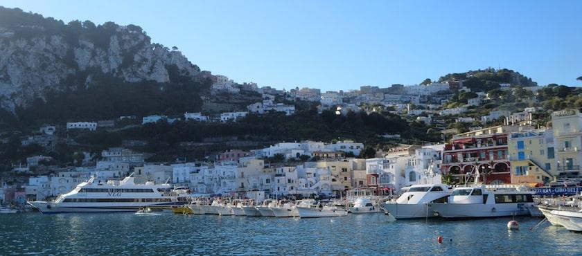 traghetti per Capri da dove partono