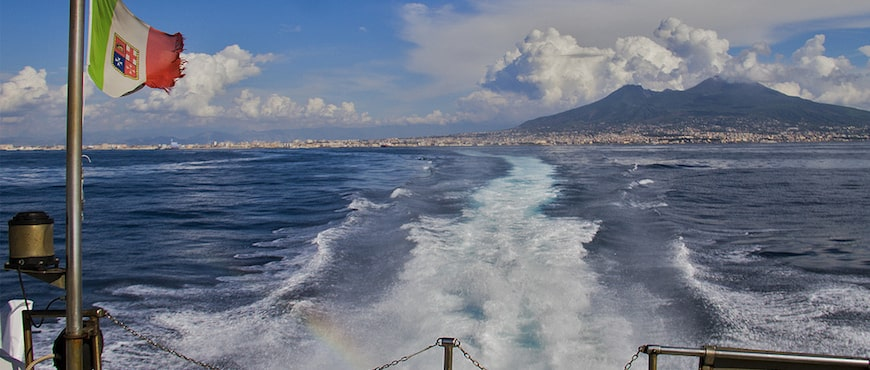 il traghetto per Ischia bisogna prenotarlo